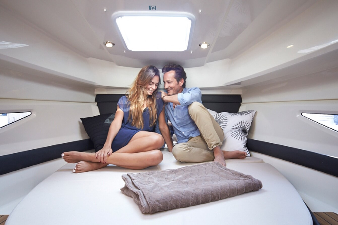 Quicksilver 905 Weekend Luxus Charter an der Donau bei DONAU YACHTEN - das exklusive Charter Erlebnis