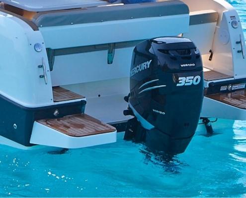 350 PS Motor mit Badeplattform bei DONAU YACHTEN - ihr exklusives Charter-Erlebnis