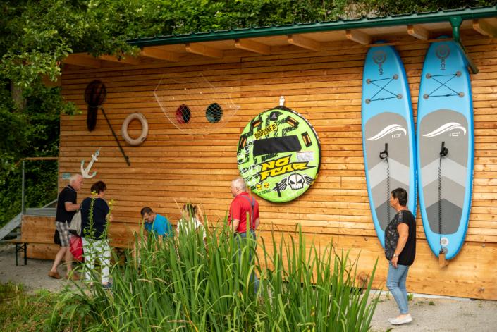 Gäste im Sportboothafen Untermühl